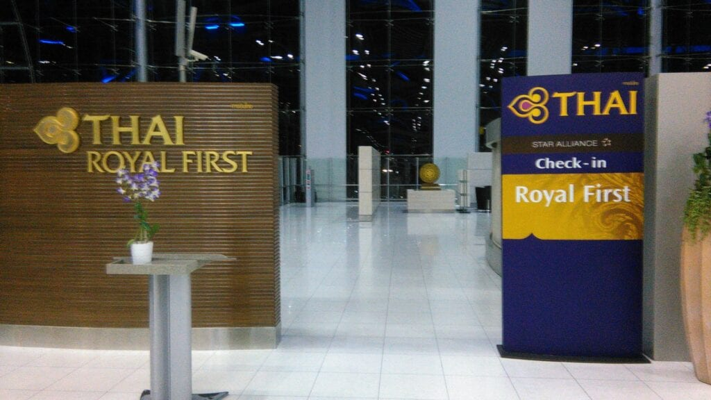 Royal first thai lounge thai airways bkk airport