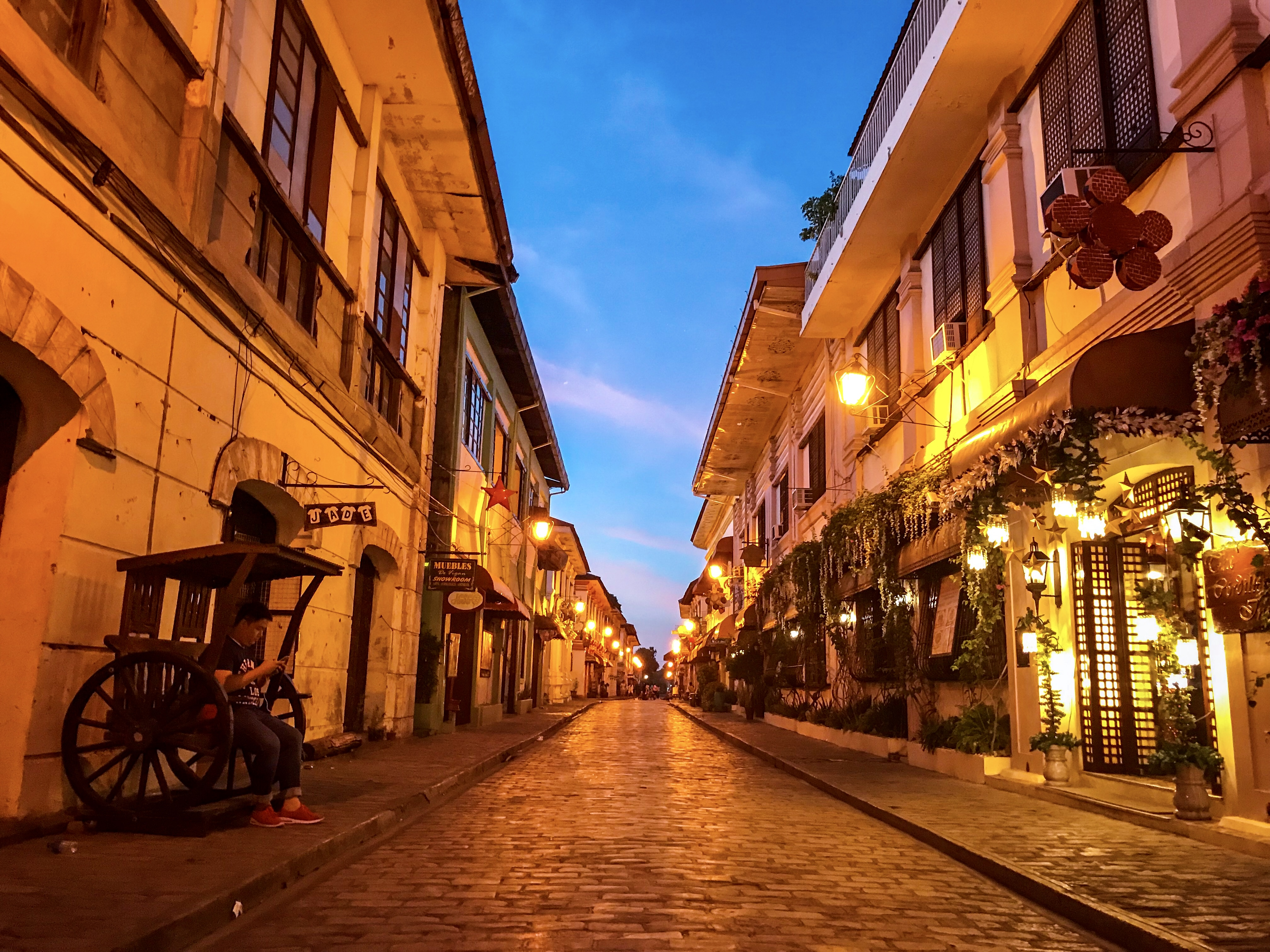 calle crisologo empty street at dawn vigan philippines